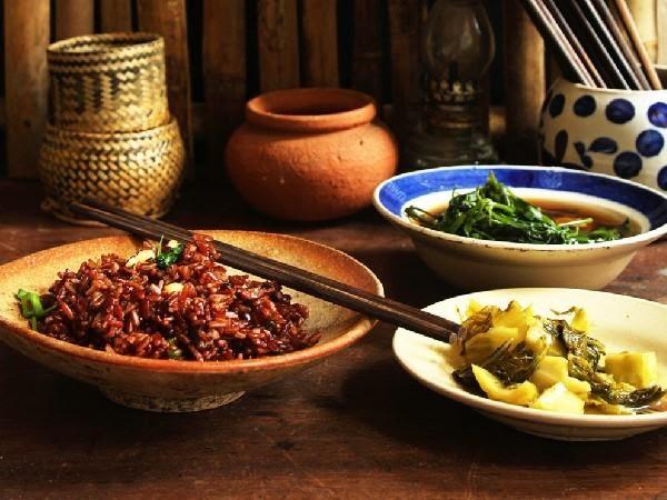 Cơm gạo lứt với muối vừng cho người bệnh đau dạ dày loại Âm