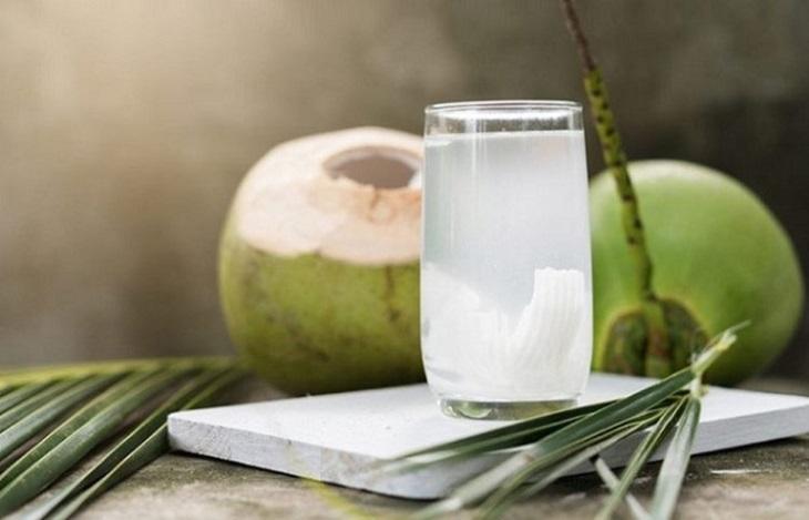 Chữa bệnh đau dạ dày bằng nghệ tươi và nước dừa