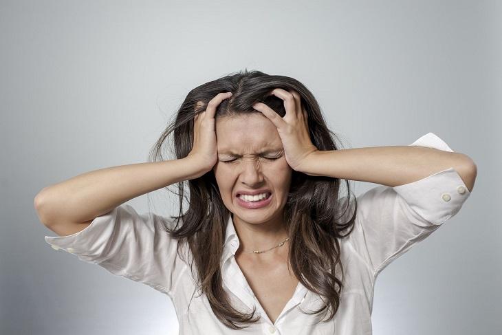 Căng thẳng là 1 trong những nguyên nhân gây mụn bọc ở mũi