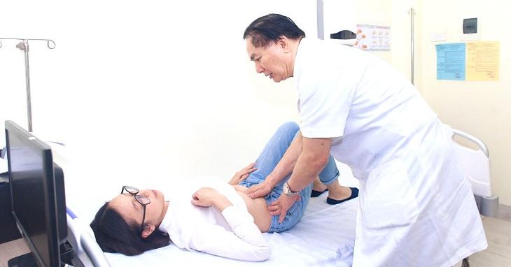 Thăm khám nếu cơn đau dạ dày kéo dài kèm theo các triệu chứng khác