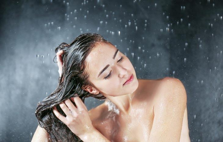KHi bị viêm nang lông cần chăm sóc da đúng cách