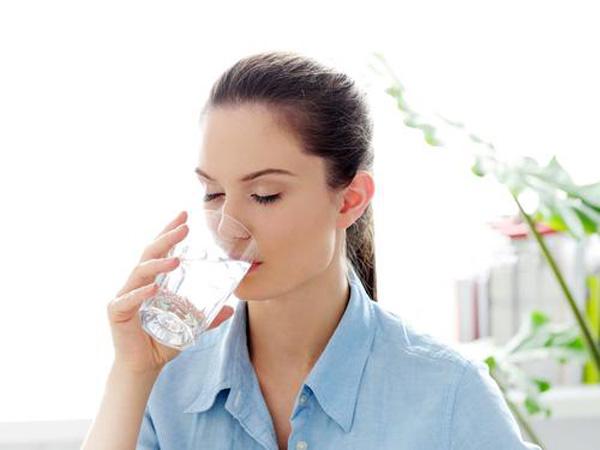 Uống nước giúp cải thiện và phục hồi làn da