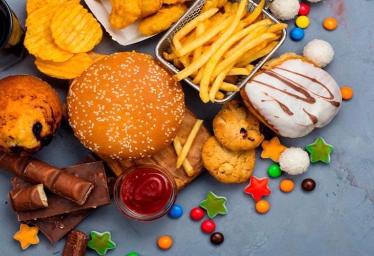 Viêm da dị ứng kiêng ăn gì? Người bị viêm da dị ứng không nên ăn đồ ăn nhanh