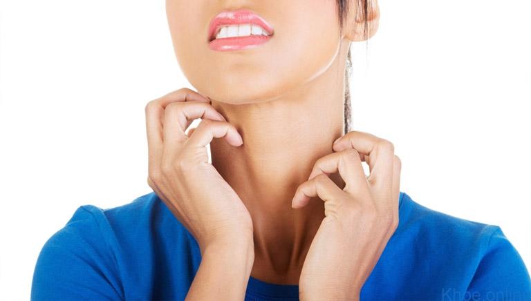 Viêm da dị ứng thời tiết không lây từ người sang người nhưng lây từ vùng da này sang vùng da khác