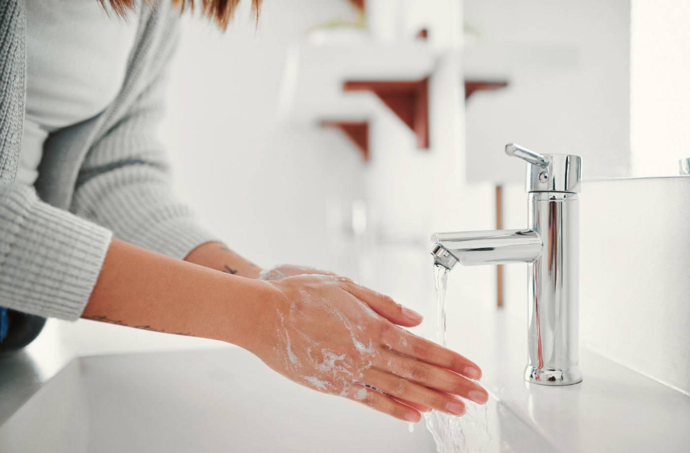 Rửa sạch da sau khi tiếp xúc với dị nguyên
