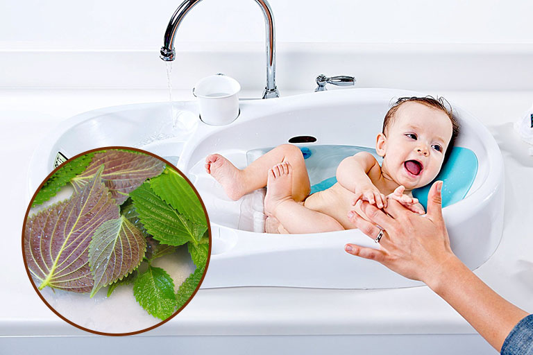 Tắm nước lá mát lag biện pháp chữa viêm da tiếp xúc ở em được nhiều cha mẹ áp dụng