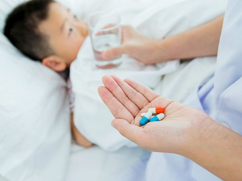 Cho trẻ uống thuốc khi cần thiết