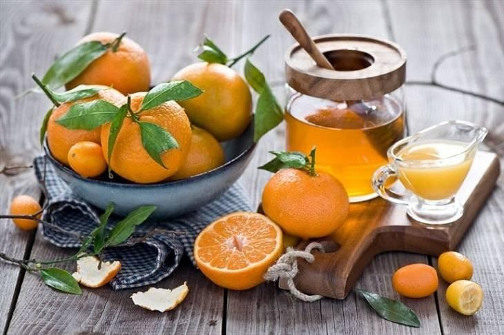 Quất kết hợp với mật ong giúp giảm triệu chứng đau do viêm amidan gây nên