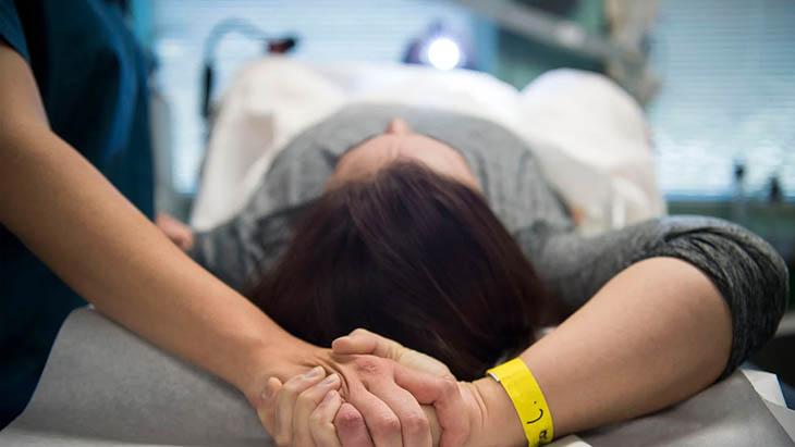 Chữa bệnh viêm lộ tuyến cổ tử cung độ 2 bằng thủ thuật có thể tiềm ẩn rủi ro