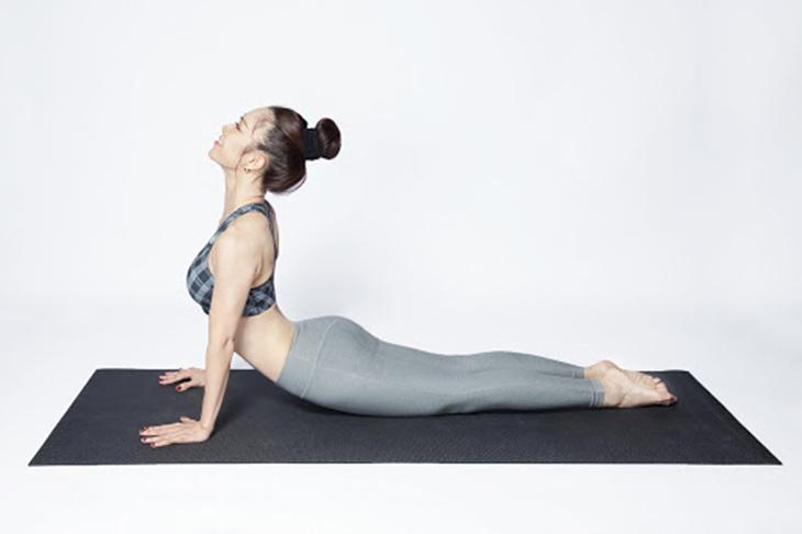Tập yoga hoặc các bài tập sức khỏe sẽ giúp chị em có hệ miễn dịch khỏe mạnh