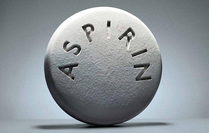 Aspirin có tác dụng làm khô và xẹp mụn bọc nhanh chóng