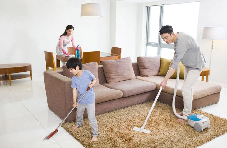 Thường xuyên vệ sinh nhà cửa để loại bỏ dị nguyên gây mề đay