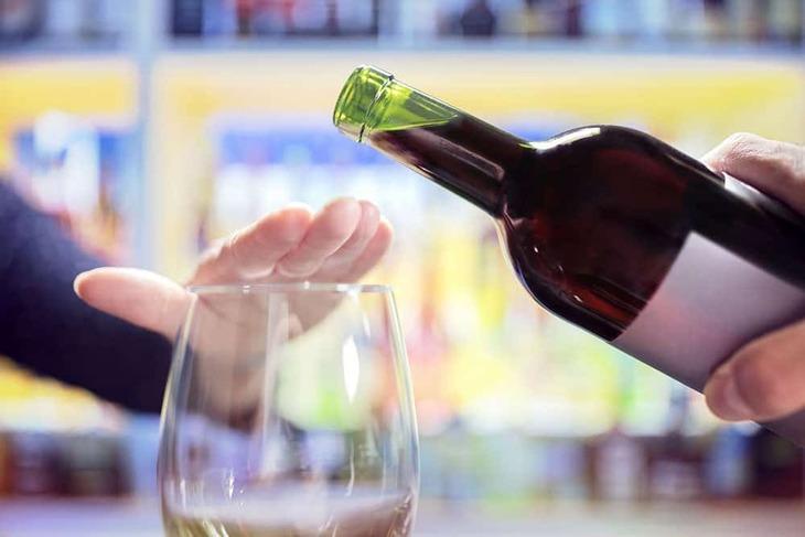 Ngưng rượu bia, thuốc lá khi dùng cao ích mẫu - Buồng trứng đa nang uống cao ích mẫu
