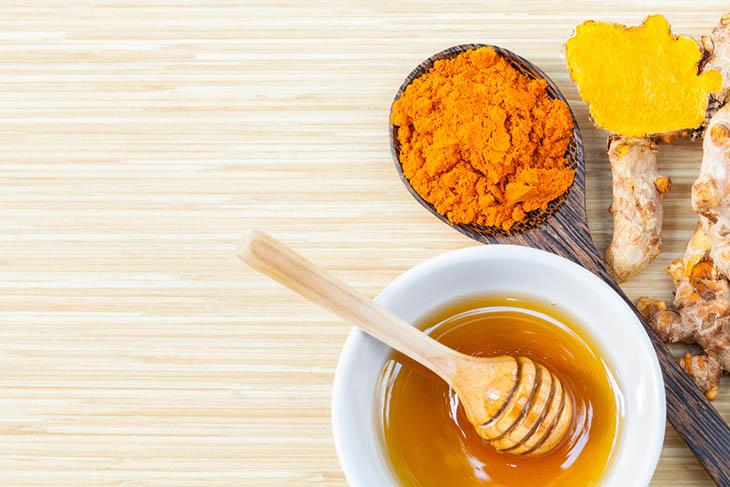 Dùng mặt nạ nghệ tươi và mật ong để trị mụn hiệu quả