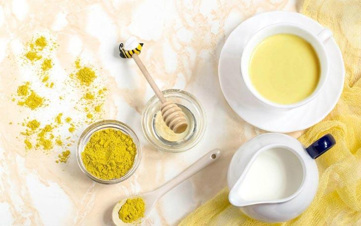 Dùng sữa tươi và nghệ để điều trị tình trạng mụn trên da