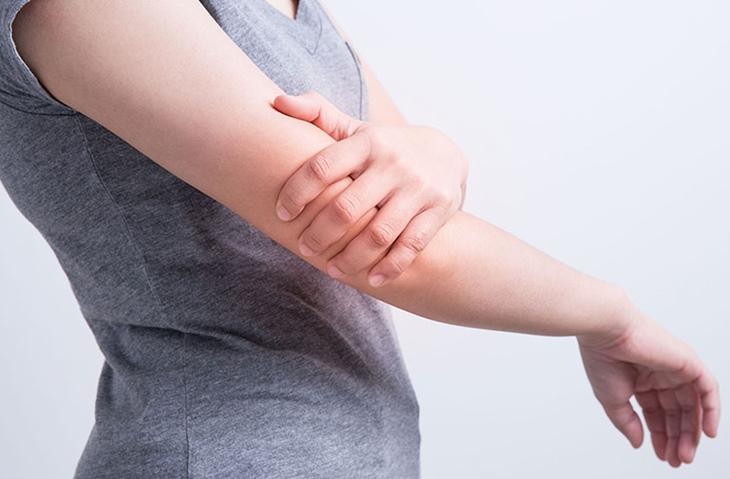 Cây lược vàng có tác dụng tốt trong việc cải thiện đau nhức xương khớp