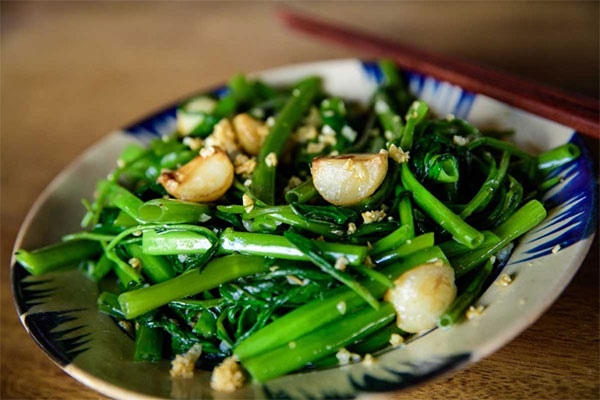 Dùng tỏi để chế biến các món ăn ngon và hỗ trợ chữa viêm da cơ địa