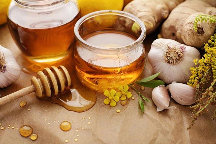 Chữa viêm họng bằng tỏi và mật ong lành tính, hiệu quả