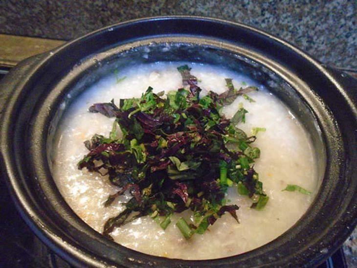 Thêm lá tía tô vào các món ăn hàng ngày cũng là một cách hỗ trợ điều trị trào ngược dạ dày hiệu quả