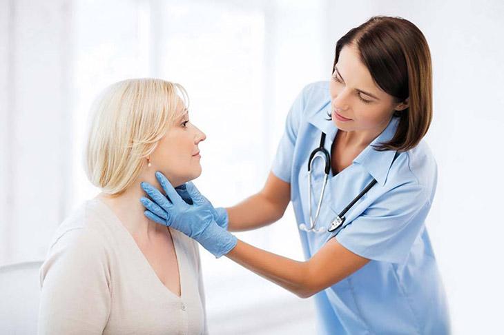 Trường hợp nào chuyên gia khuyến cáo không nên cắt amidan