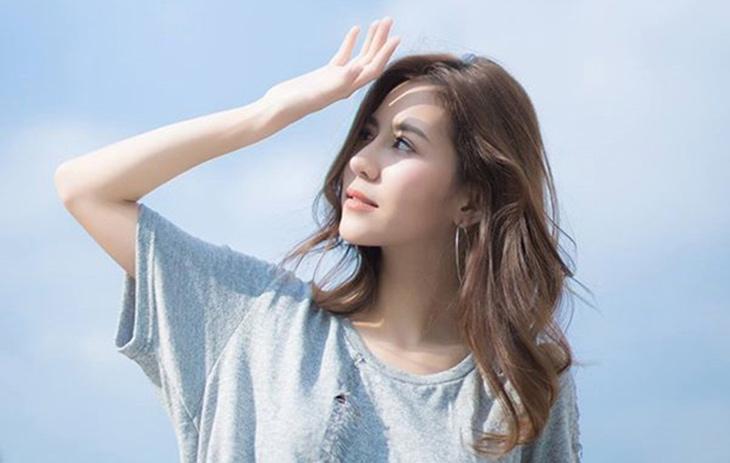 Tránh ánh nắng mặt trời cũng giúp ngăn ngừa mụn thời kỳ kinh nguyệt