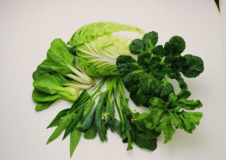 Mẹ có con bị chàm sữa nên bổ sung nhiều rau xanh trong bữa ăn hàng ngày