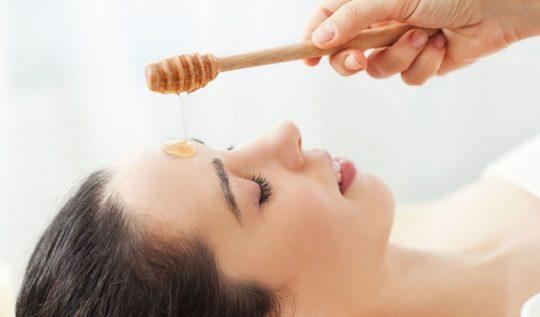 Chuyên gia gợi ý một số cách đắp mặt bằng mật ong hiệu quả cho da mụn
