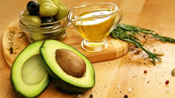 Nên ăn các thực phẩm chứa chất béo tốt trong quá trình điều trị đa nang buồng trứng bằng thuốc kích trứng