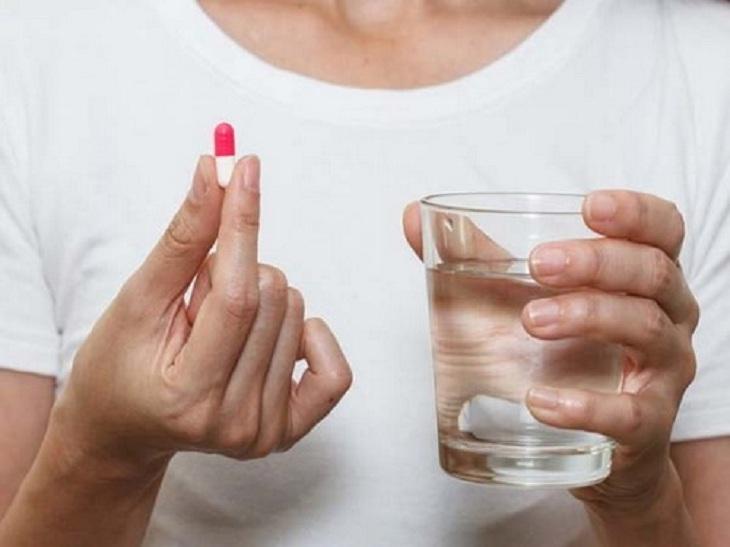 Người bệnh sử dụng thuốc trị viêm cổ tử cung theo chỉ định của bác sĩ để đạt hiệu quả tốt nhất