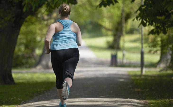 Bạn cũng nên tập thể dục ngoài trời để tăng mức vitamin D, điều này hỗ trợ giảm cân cho người bị buồng trứng đa nang tốt