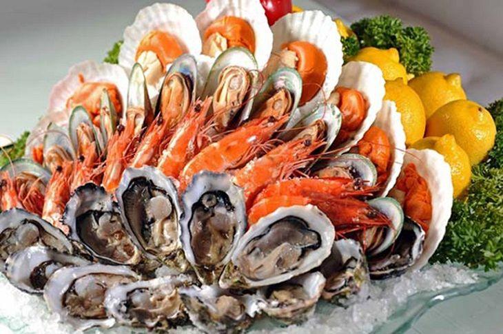 Viêm âm đạo nên kiêng ăn gì? - Cần kiêng ăn hải sản