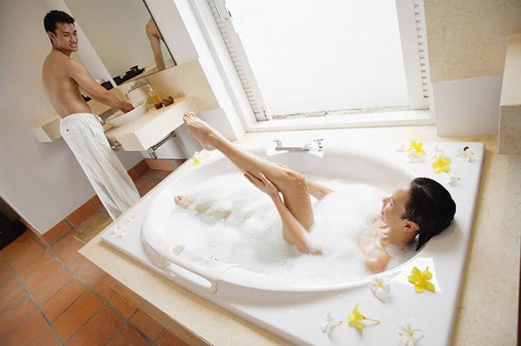 Làm chuyện ấy trong nhà tắm thơm mát gợi tình nồng nhiệt