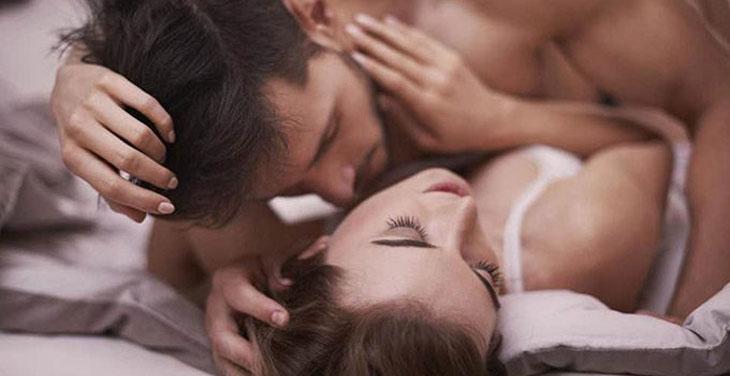 Nam giới nên chú ý đến cảm xúc của nữ giới khi yêu