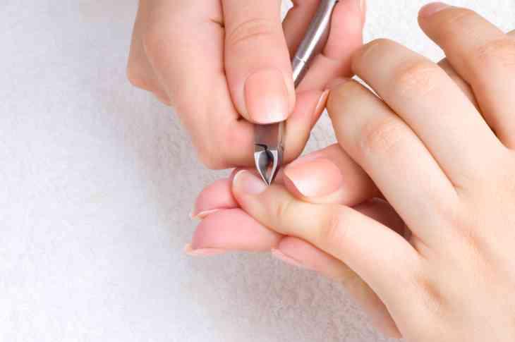 Vệ sinh ngón tay sạch sẽ trước khi thực hiện diện chẩn