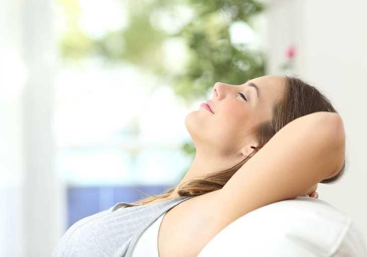 Giữ cho tâm trạng thoải mái, vui vẻ cũng là cách phòng ngừa ngứa da vào mùa hè hiệu quả