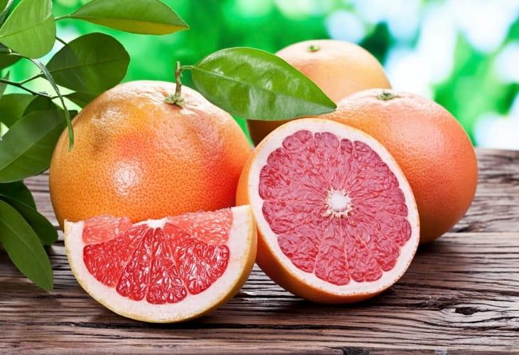 Vitamin C trong hoa quả sẽ giúp tăng sức đề kháng cho cơ thể, giảm kích ứng cho da