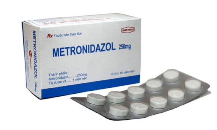 Phác đồ điều trị viêm âm đạo do vi khuẩn thường sử dụng Metronidazol để giúp loại bỏ tác nhân
