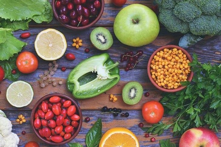 Bổ sung rau củ, hoa quả mọng nước khi điều trị da nhiễm độc Corticoid