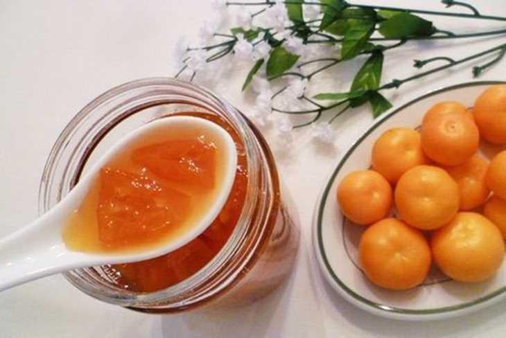 Mật ong và quất giúp làm dịu họng, diệt khuẩn do viêm họng hạt ở lưỡi