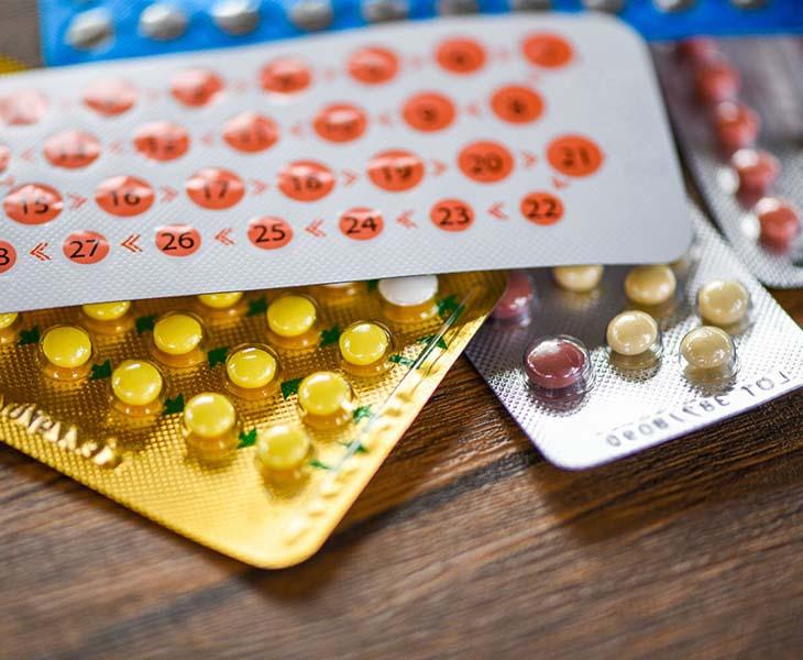 Lạm dụng thuốc tránh thai hàng ngày là nguyên nhân gây bệnh rong kinh đau bụng dưới