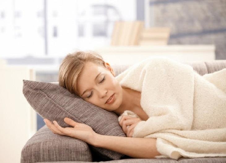Nghỉ ngơi hợp lý tránh căng thẳng để hạn chế rong kinh sau đặt vòng