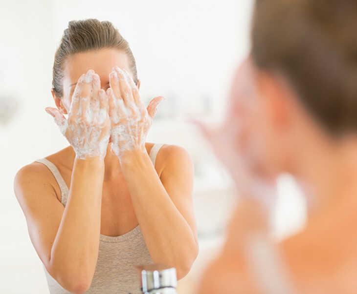 Rửa mặt bằng kem đánh răng là băn khoăn của nhiều người