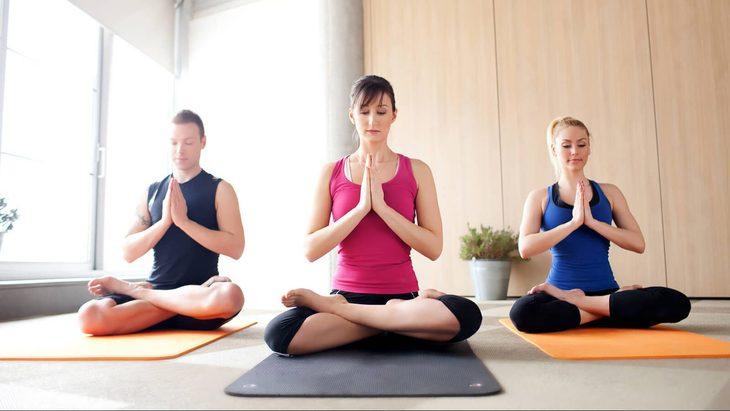 Thiền định, luyện tập nhẹ nhàng giúp hỗ trợ khắc phục những triệu chứng tiền mãn kinh