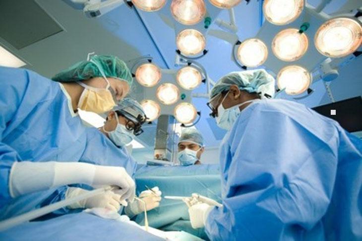 Biện pháp ngoại khoa sẽ chữa khỏi nhanh chóng tình trạng tắc vòi trứng nhưng có thể tiềm ẩn rủi ro