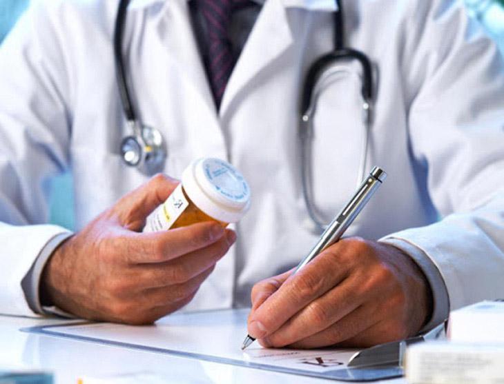 Chỉ dùng thuốc trị nổi mề đay kê theo đơn của bác sĩ