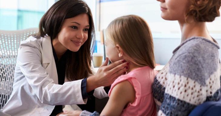 Tuân thủ đúng chỉ dẫn thuốc của bác sĩ tránh ảnh hưởng đến sức khỏe của bé