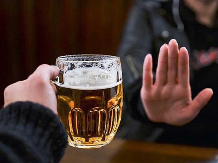 Không nên dùng đồ uống có cồn hay các chất kích thích để bảo vệ sức khỏe