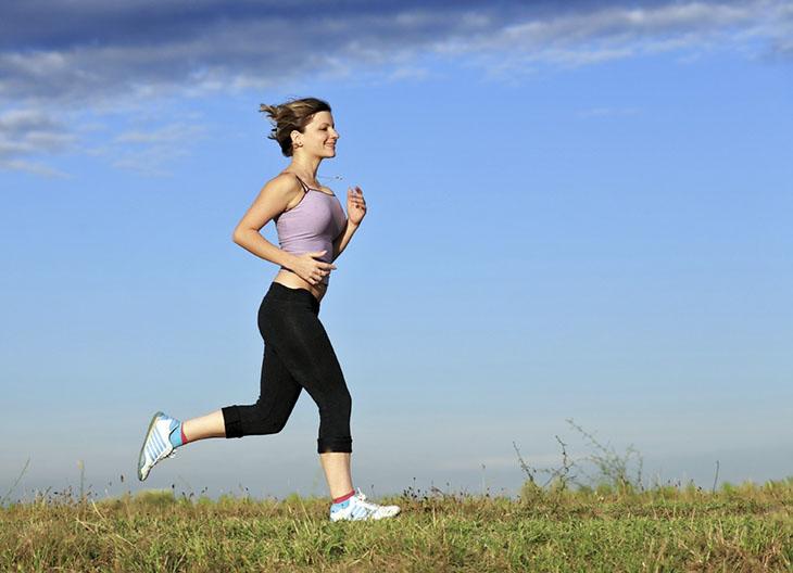 Việc duy trì thói quen sống lành mạnh cũng giúp chị em làm chậm tiền mãn kinh