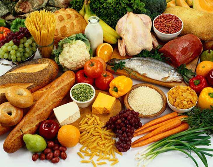 Chị em nên bổ sung rau xanh cùng các thực phẩm có lợi cho sức khỏe