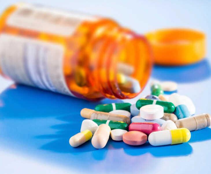 Sử dụng thuốc tây y giúp điều trị viêm xoang bị sốt hiệu quả tại nhà